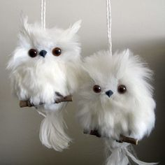 Love these fluffy, white, feathered owl Christmas ornaments❣