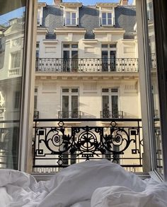 City Aesthetic, Aesthetic Room Decor, Travel Aesthetic, Interior And Exterior, Interior Design, Dream Apartment, French Apartment, Aesthetic Wallpapers, My Dream Home