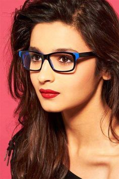 11 Photos That Prove Everyone Is Way, Way, Wayyy More Attractive In Glasses