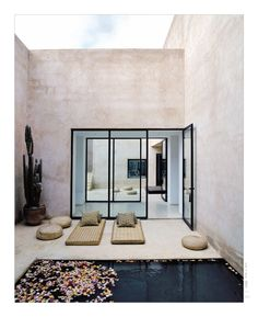 An enticing contemporary home designed by architect Helena Marczewski and Belgian interior designer Esther Gutmer. Near the city of #Marrakesh, this Maison #Palmeraie blends organic qualities and earthy feel of traditional #Moroccan homes, with strong clean lines, a wealth of natural light and an instinctive relationship between inside and outside living. (Photography: Richard Powers)