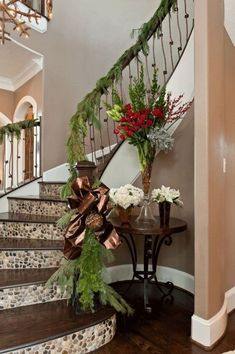 This type of staircase remodel is unquestionably an impressive design theme. Christmas Staircase Decor, Christmas Home, Christmas Decorations, Christmas Ideas, Home Decor Trends, Diy Home Decor, Tile Stairs, Staircase Remodel, Stair Risers