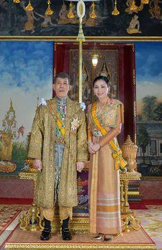 König Maha Vajiralongkorn: Prachtvolle Krönung in Thailand Thailand Monarchy, King Rama 10, King Thailand, Thailand Princess, Bangkok, Royal Tea Parties, King Photo, Military Women, Royal House