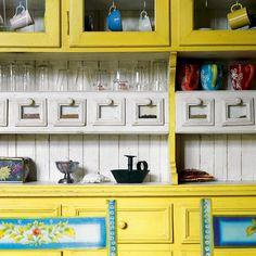 Keltainen talo rannalla: Vintagesta moderniin sisustukseen