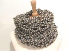 Mein Loop Schlauchschal in grau, braun Loopschal von handmade! Größe  für 10,00 €. Sieh´s dir an: http://www.kleiderkreisel.de/accessoires/strickschals/139758467-loop-schlauchschal-in-grau-braun-loopschal.