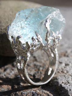 Wunderkammer ring, rough aquamarine