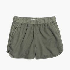 """Our favorite pull-on shorts are back—this time with pockets (we got your memo, in other words). Super-comfortable and cool, they swap in effortlessly for a pair of cutoffs. <ul><li>True to size.</li><li>3 1/2"""" inseam.</li><li>Linen/cotton.</li><li>Machine wash.</li><li>Import.</li></ul>"""
