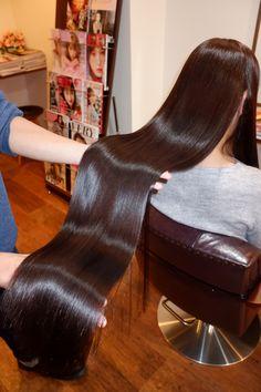 Kim Kardashian's Hair Stylist Tells Us About That New Short Frisuren, die Ihren Friseur. Silky Hair, Smooth Hair, Beautiful Long Hair, Gorgeous Hair, Anime Haircut, Korean Hair Color, Honey Brown Hair, Glossy Hair, Gewichtsverlust Motivation