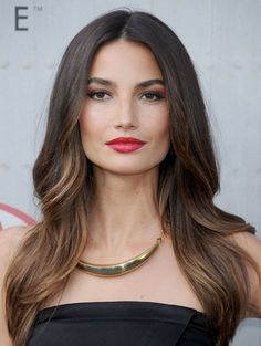 Love this sunkissed hair with dark Brown at the top and highlights at the lower parts / Trends / Beauty | ELLE Mobiel