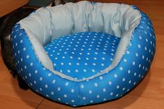 Handmade bed for cats/small size dogs,manually sewn and finished,made from natural materials, diameter 48 cm, depth 23 cm,filled with silicon fluff and comfortable for any furry pets.Removable cushion with 2 sides.Unique design! The round shape of the bed and high margins are ideal for squatting and provides a sense of security for the pet . The bed is washable at 30 ° C .