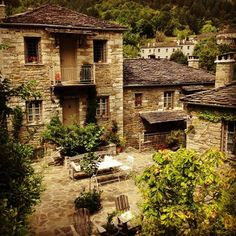 Experience @avragonio Traditional House, Civilization, Greece, Places To Go, Trips, Buildings, Beautiful Places, Environment, Bucket