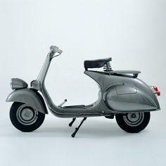 Vespa motor scooter, I need one! Vespa 125cc, Scooters Vespa, Motos Vespa, Piaggio Vespa, Lambretta Scooter, Motor Scooters, Motor Car, Vespa Motorbike, Fiat 500