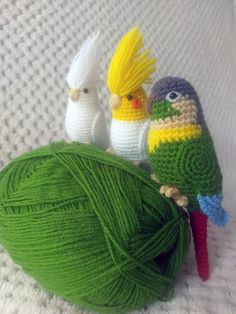 Crochet parrots - cockateels and green-cheeked parakeet Szydełkowe papużki nimfy i rudosterka zielonolica #amigurumi #crochet #handmade