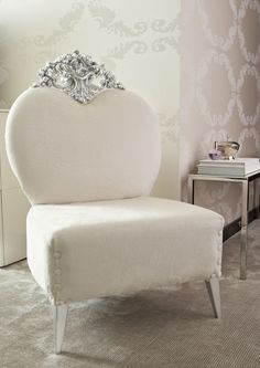 beautiful chair... cld really see this as my vanity chair!!!! I need this!