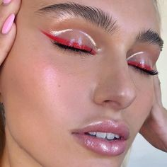 Image about beauty in Makeup ? by Abbizzle on We Heart It – makeup products Eyeshadow Crease, Red Eyeliner, Eyeliner Looks, Liquid Eyeshadow, Shimmer Eyeshadow, Eyeshadow Looks, Eyeshadow Palette, Eyeshadow Makeup, Mac Makeup