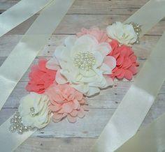 Maternidad: marco flores de raso y gasa cinta por CubbyCreations