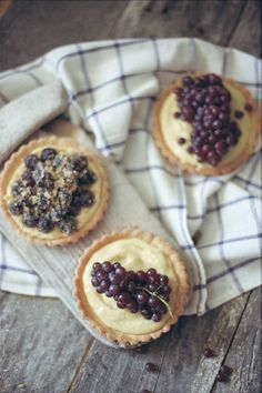 Champagne Grape Tarts {these are the royalty of grapes and my new food obsession - so good}