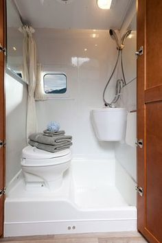 Rv Bathroom Shower Remodel Design To Consider 24 Small Camper Vans, Small Campers, Tiny Bathrooms, Tiny House Bathroom, Luxury Bathrooms, Contemporary Bathrooms, Camper Bathroom, Bathroom Storage, Bathroom Shelves