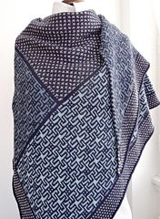 Starlight Express is a shawl in the shape of a right angle isosceles triangle of aprroximately 100 x 200 cm (altitude x hypothenuse).