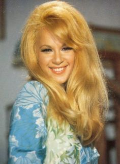 Αλίκη Βουγιουκλάκη Popular Actresses, Classic Actresses, Beautiful Actresses, Actors & Actresses, Most Beautiful Women, Beautiful People, Greek Icons, Stunning Redhead, Black And White Stars
