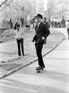 A man in a suit and sunglasses rides a skateboard down a hill path in Central Park, New York City. Photo by Bill Eppridge. Vintage Photography, Street Photography, Night Photography, Landscape Photography, Helmut Newton, Robert Redford, Sean Connery, Harrison Ford, Life Magazine