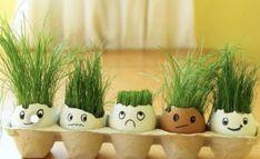 Neodhadzujte škrupinky z vajec. Vytvorte si s deťmi spoločne veľkonočné dekorácie - akcnemamy Egg Carton Crafts, Egg Crafts, Easter Crafts, Diy And Crafts, Crafts For Kids, Egg Shell Planters, Barber Shop Decor, Diy Easter Decorations, Best Birthday Gifts