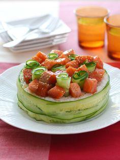 """今年のひなまつりは、1つで食卓が素敵に見える""""デコ寿司""""を作ってみませんか?初心者さんでも失敗しない簡単でおしゃれなレシピをご紹介します。 Sushi Taco, Sushi Burrito, My Sushi, Sushi Donuts, Creative Food Art, Edible Gifts, Food Platters, Sashimi, Savoury Cake"""