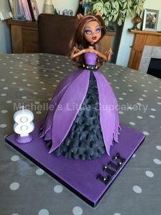 Clawdeen Wolf Monster High doll cake.