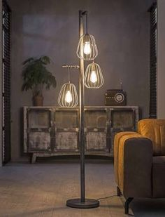 Floor lamps are arguably one of the most trustworthy and noble light fixtures in any kind of interior setting. Gallery Lighting, Lighting Design, Decor Interior Design, Interior Decorating, Cool Floor Lamps, Dining Room Lighting, Home Decor Inspiration, Decoration, Light Fixtures