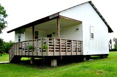 Well-designed $20,000 houses for the poor? Rural Studio makes them