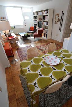 plain apartment, but looks cool Living Room Sets, Home Living Room, Studio Living, Small Space Living, Living Spaces, Living Area, Dining Room Inspiration, Design Inspiration, Design Ideas