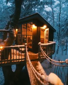 Magical Treehouses in Maine Winter! Magical treehouses connected via wooden bridges in Georgetown, Maine! Video via kyle dempsey! Tiny House Movement // Tiny Living // Tiny House // Tiny Home // Beautiful Tree Houses, Cool Tree Houses, Beautiful Homes, Beautiful Places, Luxury Tree Houses, House Beautiful, Tiny House Cabin, Cabin Homes, My House