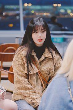 Kpop Girl Groups, Korean Girl Groups, Kpop Girls, Neon Heart Light, My Girl, Cool Girl, Cherry Blossom Girl, Soyeon, Cute Love Gif