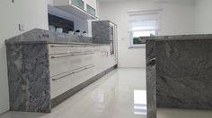 Was für ein Projekt! Unsere Kunden aus Dortmund sind echte Liebhaber von Granit.   http://www.maasgmbh.com/aktuelle-dortmund-viscont-white-granit-kuechenarbeitsplatten-dortmund-viscont-white