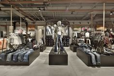 Kastner-Oehler-Store-Ried-im-Innkreis-Austria-Blocher-Blocher-Partners_04.jpg (720×480)
