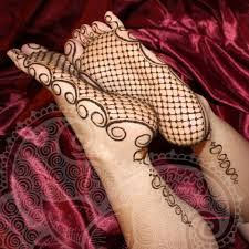 Henna-Zone: henna inscription on the bottom of the feet