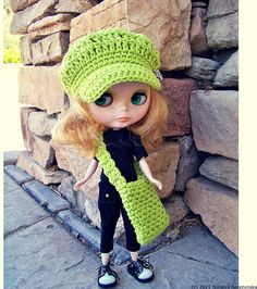 Today, my lovely Blythe decided to wear something special. Neon lime green crochet newsboy hat and bag add to her black outfit and black/white Dr. Martens shoes. #natalya1905