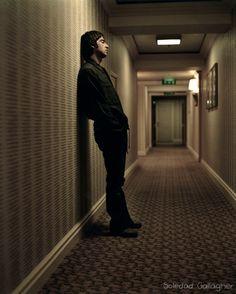 廊下で一人佇む兄貴