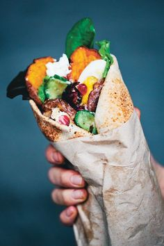 Middle Eastern Sweet Potato Wraps [vegetarian] by Green Kitchen Stories This Middle Eastern Sweet Potato Wraps recipe is reproduced from Green Kitchen at Home by David Frenkiel and Luise Vindahl (Hardie Grant, Photography by David Frenkiel . Vegetarian Recipes Easy, Veggie Recipes, Cooking Recipes, Healthy Recipes, Vegetarian Wraps, Vegetarian Menu, Healthy Meals, Healthy Lunch Wraps, Vegan Meals