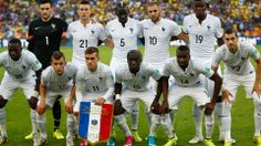France pose for a tema photo prior to the 2014 FIFA World Cup Brazil Group E match between Ecuador and France at Maracana on June 2014 in Rio de Janeiro, Brazil. World Cup 2014, Fifa World Cup, France National Football Team, Football Team Kits, Ecuador, France Team, Laws Of The Game, International Football, Antoine Griezmann