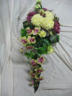 Znalezione obrazy dla zapytania florystyka Wszystkich swiętych Funeral Flower Arrangements, Funeral Flowers, Floral Arrangements, Wedding Flowers, Coastal Wreath, Casket Sprays, Grave Decorations, Succulent Wreath, Summer Wreath
