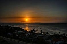 Espectacular atardecer en la Isla de Mgta. Fotografía tomada desde el Fortín de la Galera, Juan Griego. Vía @Raymer Ramirez
