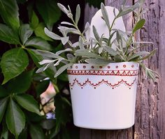 Plastic Bottle Flower Pot http://www.handimania.com/diy/plastic-bottle-flower-pot.html