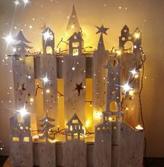 Diy Christmas, Xmas, Diy Headband, Wood Work, Pallet Projects, Wood Crafts, Chandelier, Woodworking, Ceiling Lights