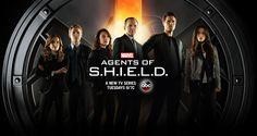 Agents Of S.h.i.e.l.d. Em sequência ao seu papel no campeão das bilheterias Os Vingadores, o agente Phil Coulson retorna para a S.H.I.E.L.D., a organização de execução da lei. Ali, ele monta um pequeno e altamente treinado grupo de agentes para lidar com o estranho e o desconhecido, em casos que ainda não foram classificados.