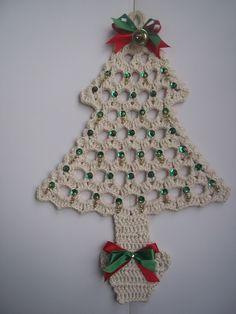 Enfeite natalino árvore de natal em crochê.                                                                                                                                                                                 Mais