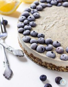 Earl Grey Lemon Cheesecake - Vegan, gluten-free and raw. Only 10 ingredients needed! | glutenfreeveganpantry.com