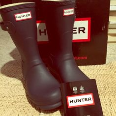 NIB! Hunter Original Short! ❤️ Matte Navy! Size 7, can fit 7 or 7.5! New, never worn! Comes in original box with authentic care card. Make me a reasonable offer! Very comfy! ❤ Absolutely adorable on! Treat yourself after the holidays! Also listed on Ⓜ️ ercari, search siffordd! Hunter Boots Shoes Winter & Rain Boots
