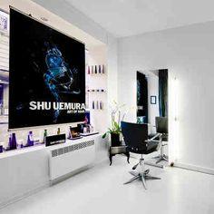 Créé par Thierry Deschemin, artiste #coiffeur, #coloriste, #maquilleur, @Thiedesarts #Paris est un atelier de coiffure et #beaute où chacun(e) est reçu(e) seul(e). A chaque rendez-vous, le salon devient une cabine exclusive, un lieu privé. A la carte : #coupe création, #chignon, #coiffures soirée et mariage, #soins capillaires @shuuemura, #coloration, #gloss, #balayage... et #maquillage. http://www.spa-etc.fr/lieux/thiedesarts,596.html @Spa_Etc