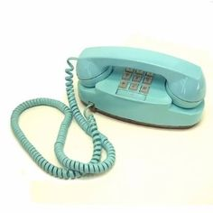 I <3 vintage Princess Phones. Mine is this color!