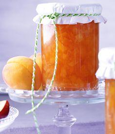 Eine spritzige Nektarinen-Aprikosenkonfitüre mit Sekt